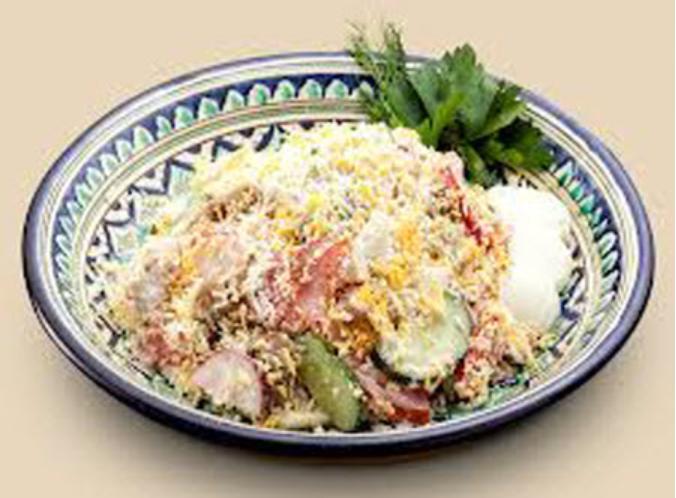 Салат с тертым яйцом и редисом
