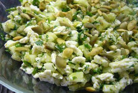 Яичный салат с огурцами