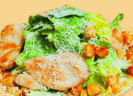 Салат по-крестьянски с чесночными гренками