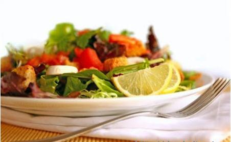Салат из помидоров с лимоном