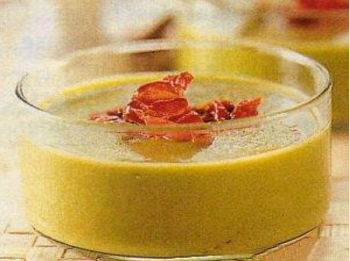 Гороховый суп-пюре с хрустящим беконом.