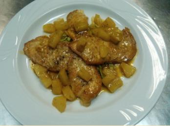Курица-карри с ананасом.